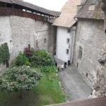 замок Шийон, вид с главной башни на внутренний двор