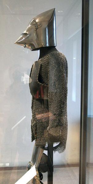 """кольчуга, шлем """"собачья голова"""" /XIVв., музей Армии, г. Париж/"""