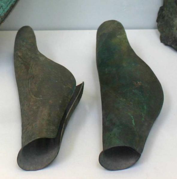 бронзовые поножи /музей, Лондон/