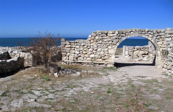 Храм с аркосолиями – глухими арками