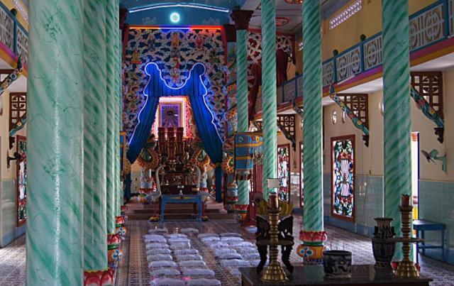 Внутри храма /г. Ка Мау Вьетнам/
